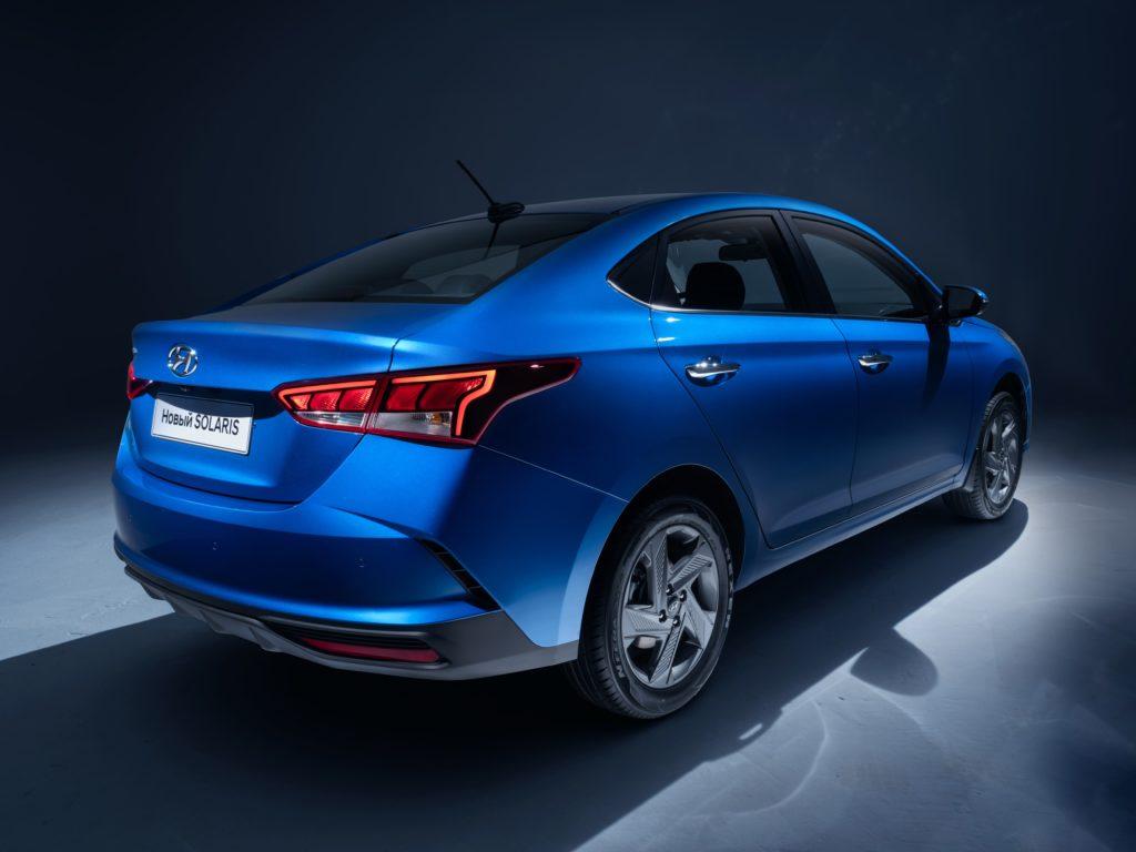 Компания Hyundai Motor представила фото обновленного Solaris