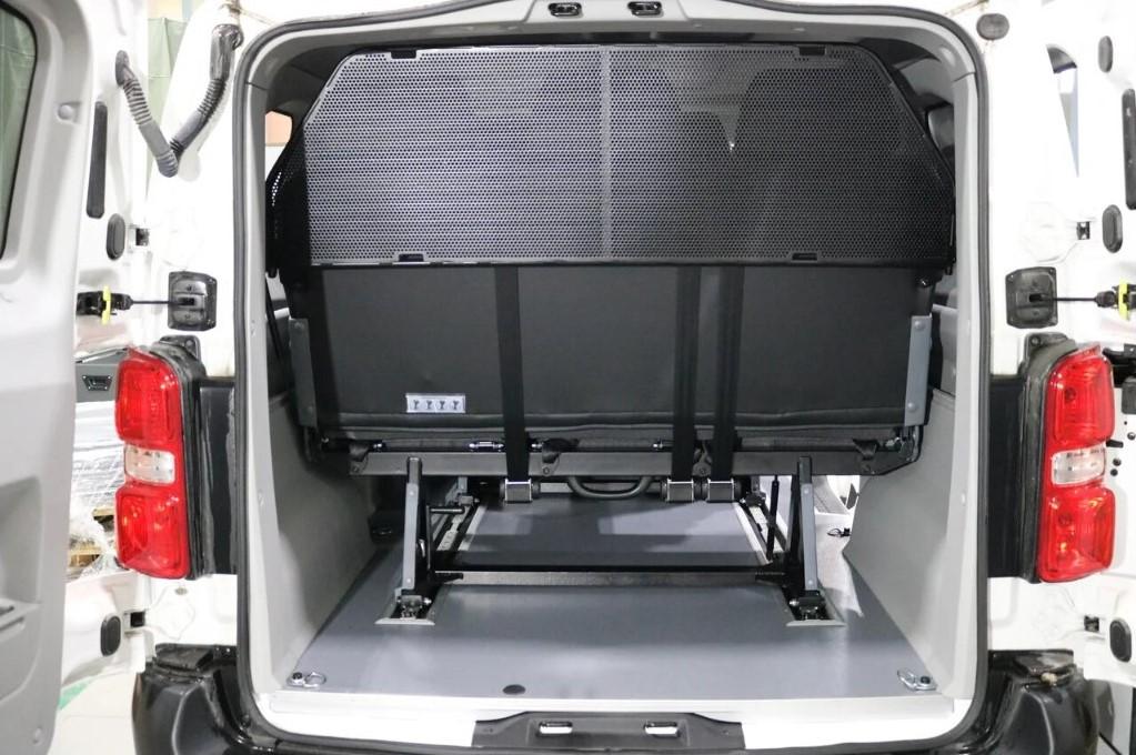 Peugeot Expert получил  пассажирскую модификацию Tour Comfort