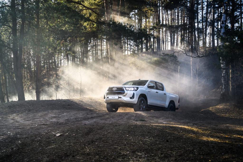 Toyota обновила Hilux и Fortuner
