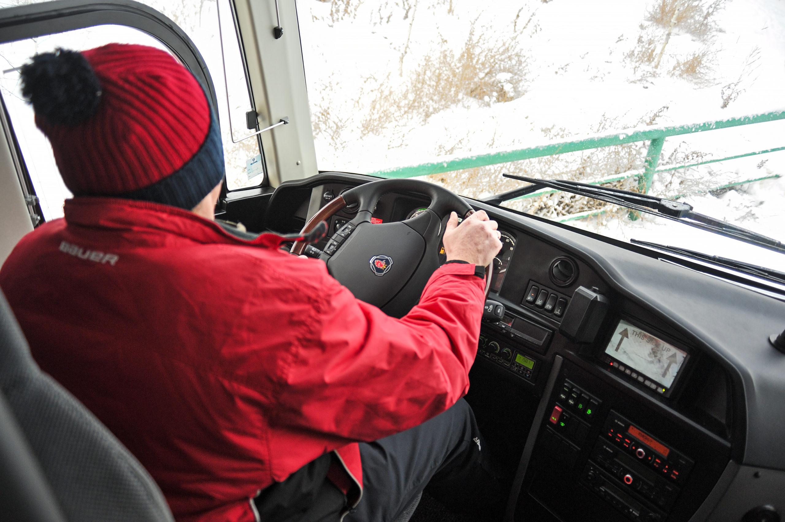 Новый автобус Scania Touring для хоккейной школы «Алтай»